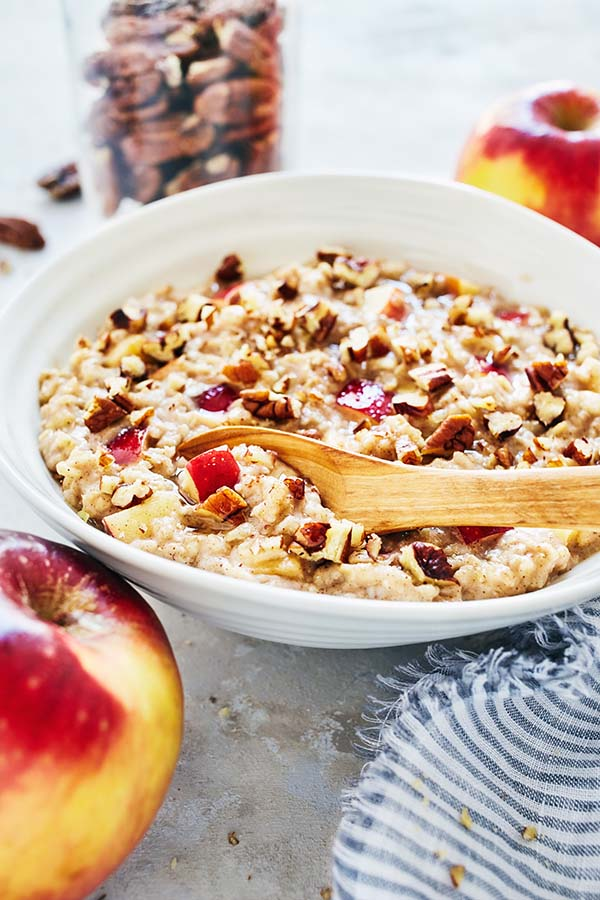 Oatmeal with Apples, Cinnamon, and Pecans