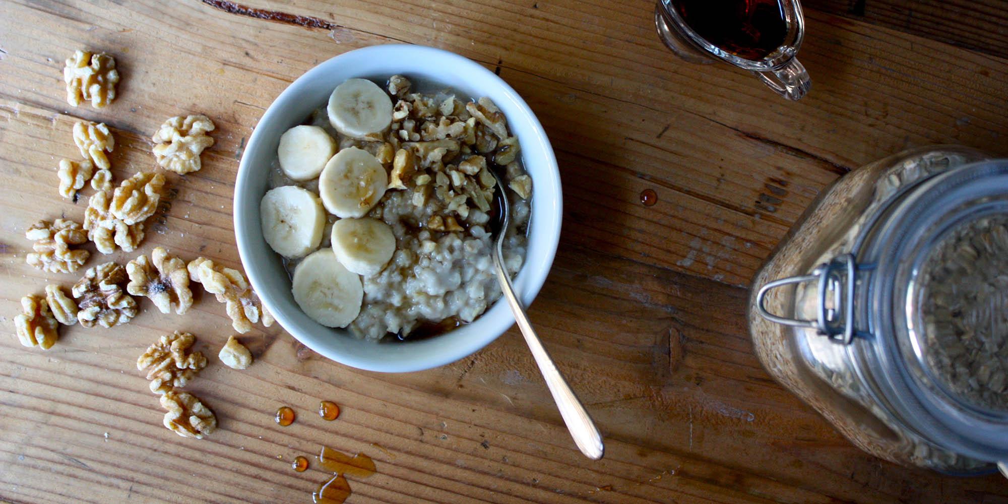 Oatmeal with Walnuts and Banana