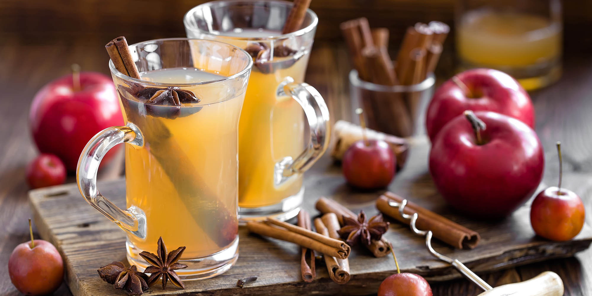 8 Lower-Calorie Holiday Cocktails