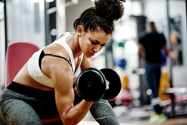 gaining muscle on vegan diet- woman lifting