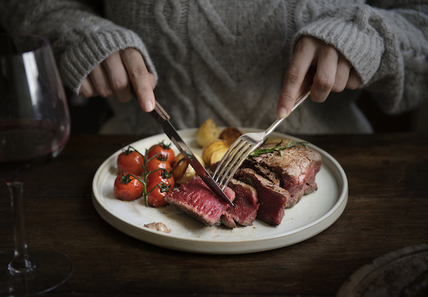 protein timing - eating steak