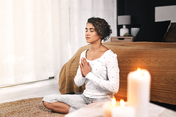 benefits of meditation - woman meditating