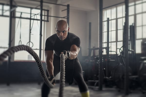 morning workout benefits- man using ropes