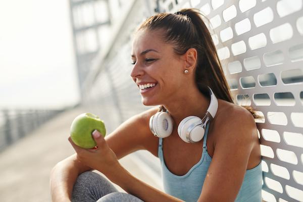 natural sugar vs added sugar - eating apple