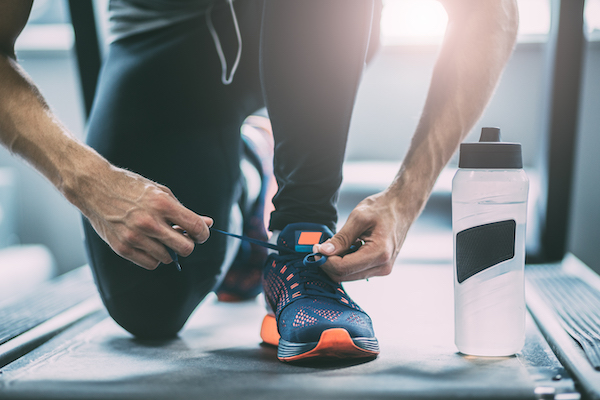 how to start running - man tying shoes