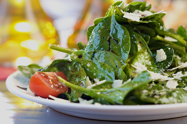 Spinach salad with balsamic dressing