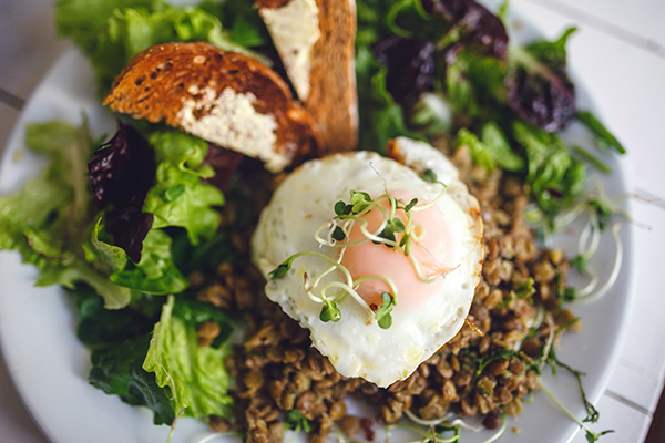 Salad with lentils, poached egg