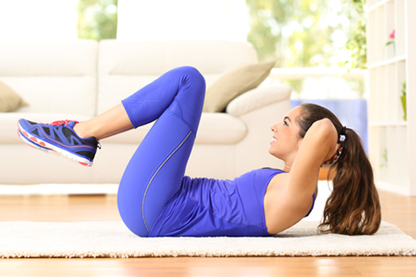 woman doing double crunch   double crunch exercise