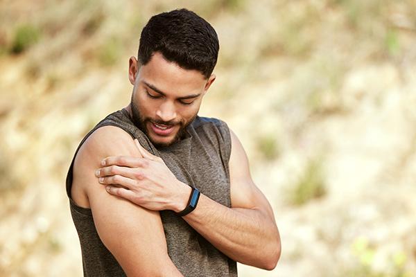 man muscle pain shoulder