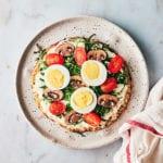 breakfast-pizza-eggs-tomatoes-mushrooms