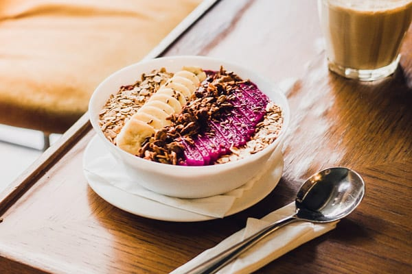 how to stop mindless eating- acai bowl