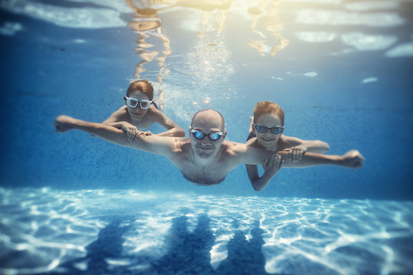 benefits of swimming- people underwater