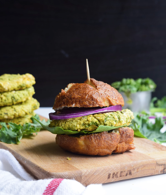 white bean pesto burger- meatless monday dinner