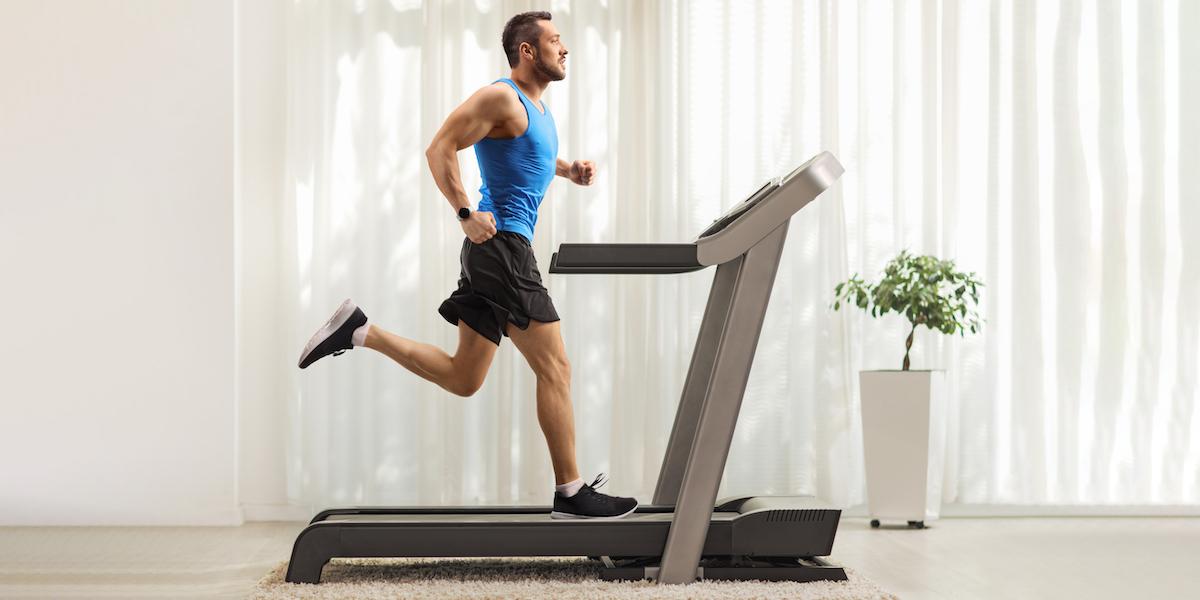 ace a virtual race - man running on treadmill