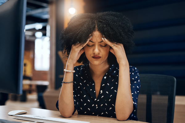 sugar withdrawal - woman with headache