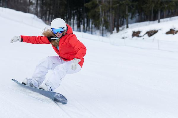 snowboarding vs skiing- snowboarding