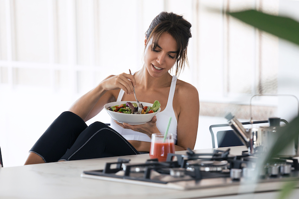 eating before workout- woman eating salad