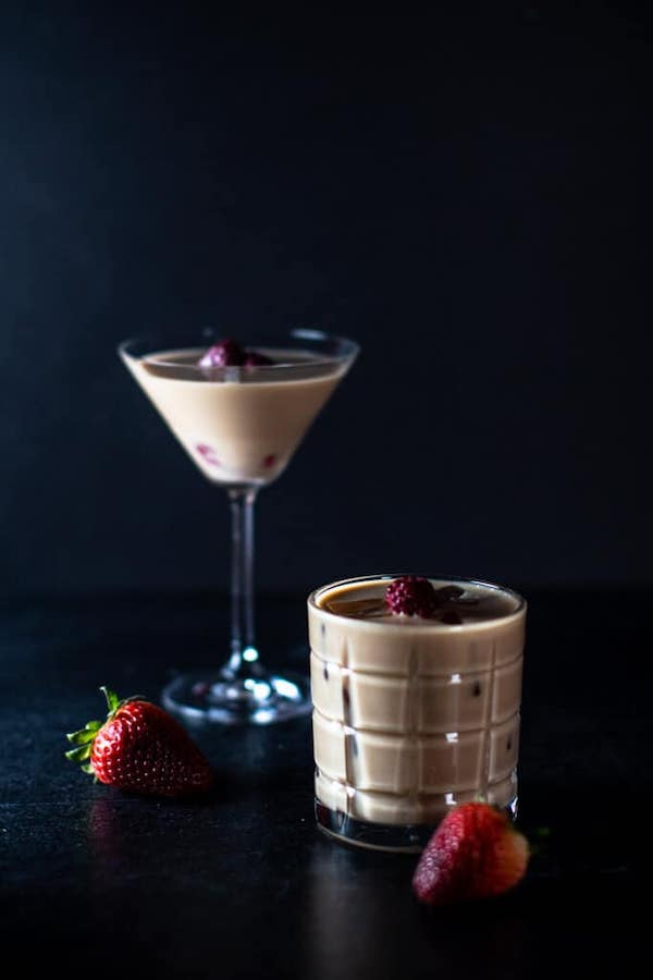 healthy valentines drinks- nuts and berries cocktail