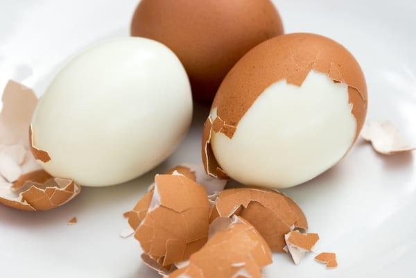 hard boiled egg calories - partially peeled eggs