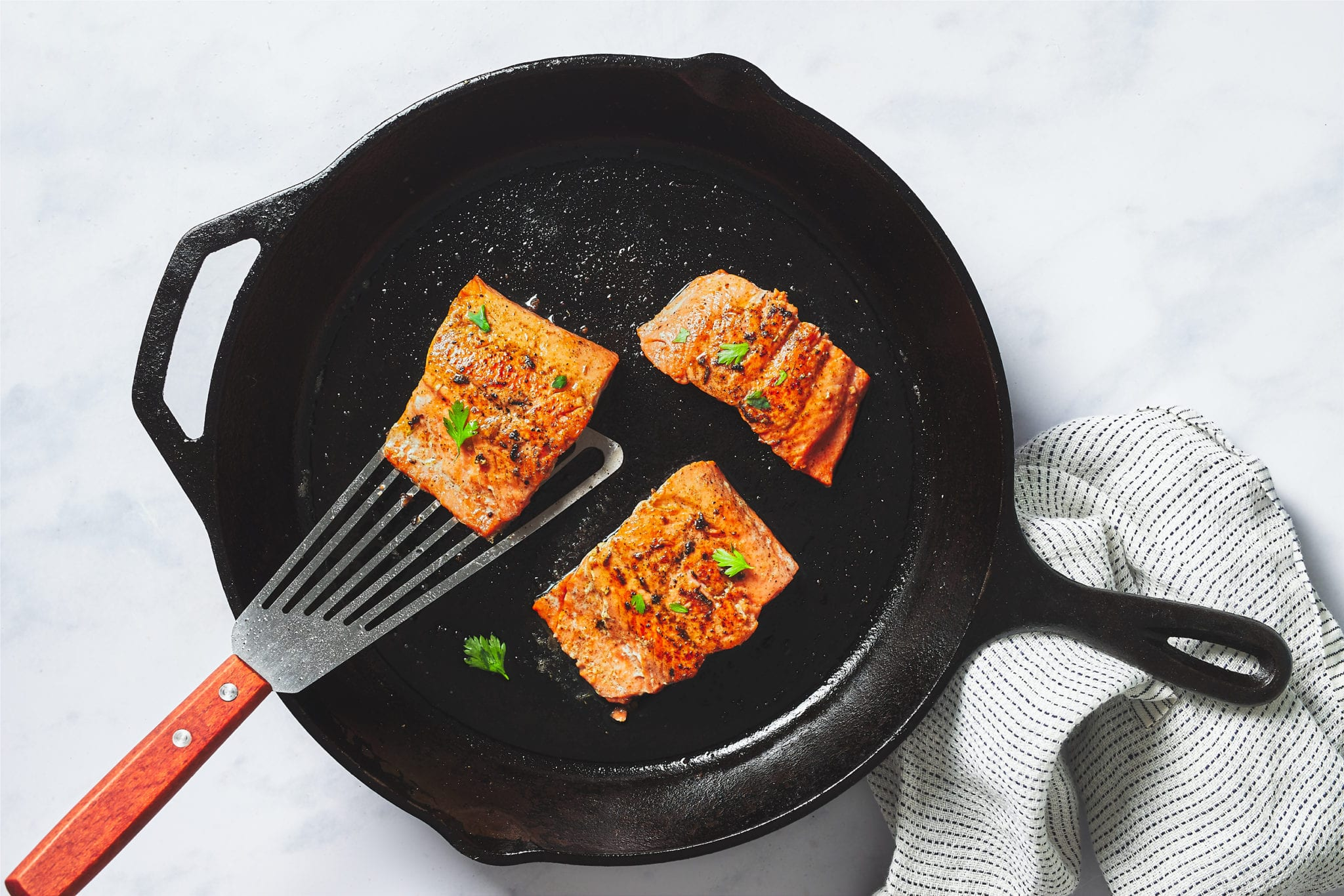 how to cook salmon - cooking salmon in cast iron