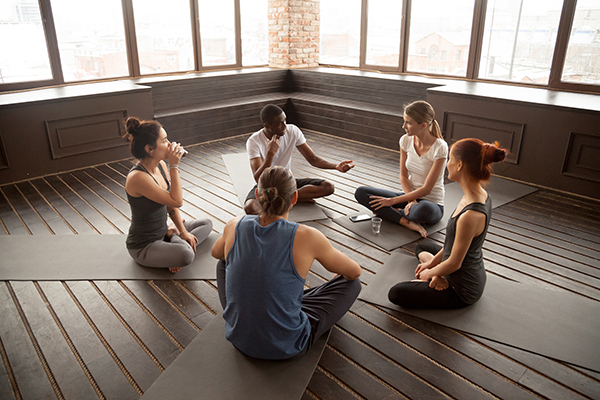 friends meditating with each other | daily meditation tips
