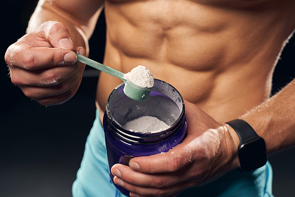 male bodybuilder scooping supplement | when to take bcaa