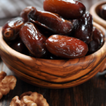 dates in wooden bowl | how to eat dates