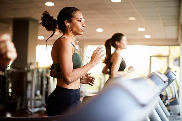 woman running on treadmill | elliptical vs treadmill