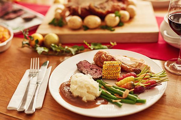 plate of thanksgiving food | thanksgiving buffet