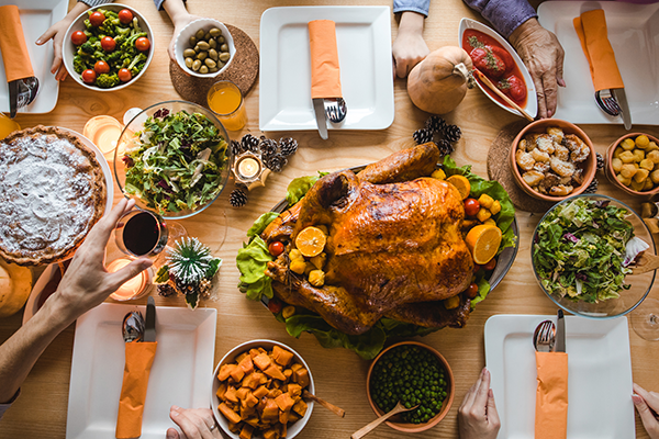 table with thanksgiving food | thanksgiving buffet
