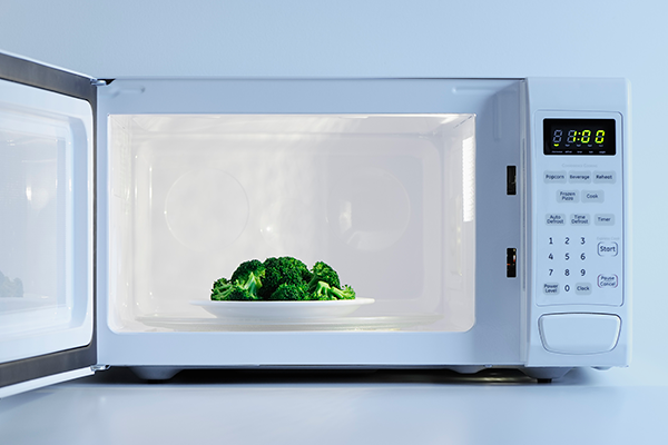 plate of broccoli in a microwave | how to cook broccoli