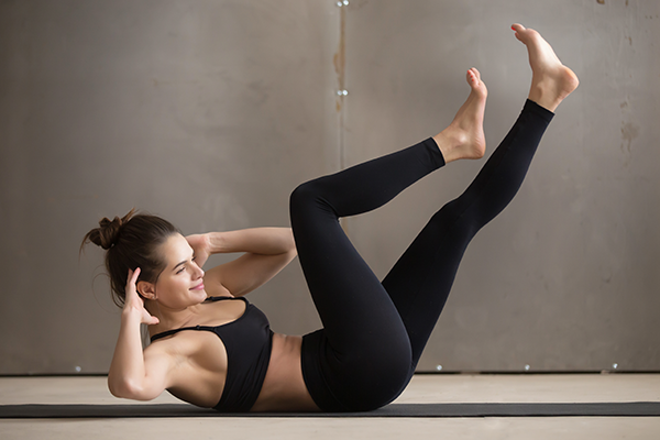 woman doing straight leg bicycle twist | yoga core workout