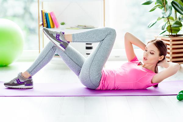 woman doing single leg crunch | yoga core workout