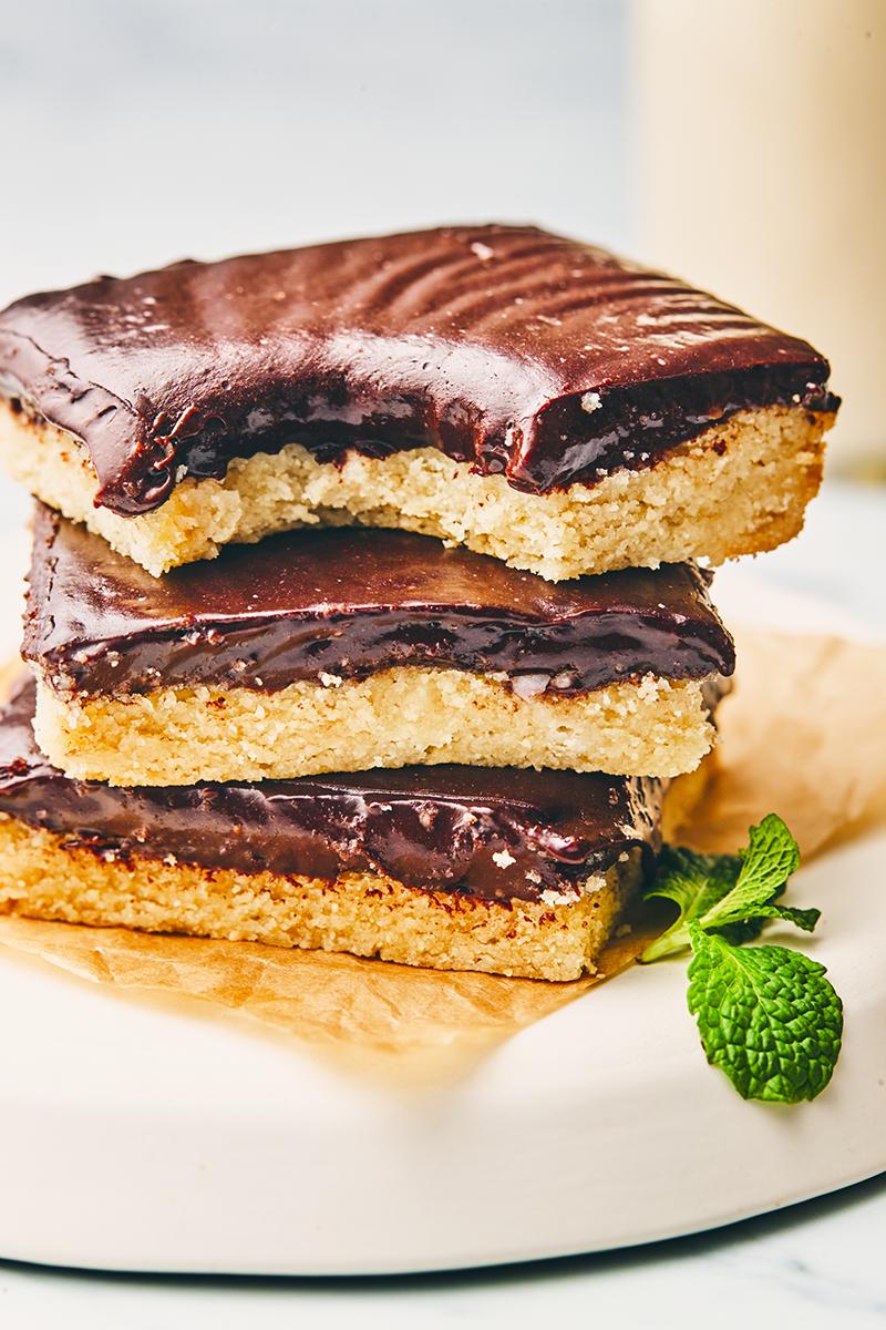 mint chocolate shortbread bars | mint chocolate protein bars