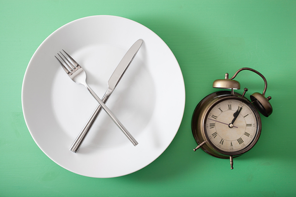 empty plate with clock next to it | skipping breakfast