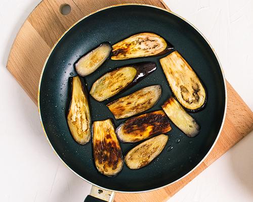eggplants frying on pan | how to cook eggplant