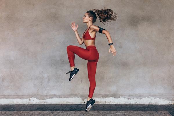 woman doing high knees | amrap