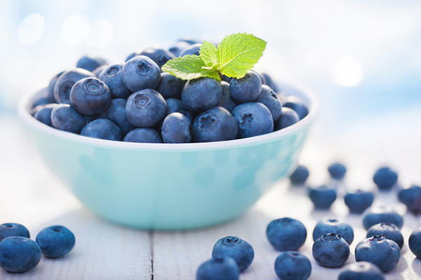 bowl of blueberries | low calorie snacks
