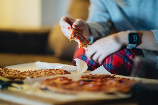 eating pizza at night | how many calories do you burn sleeping