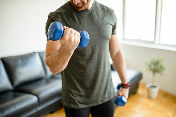 man doing bicep curls with dumbbells   vertical diet