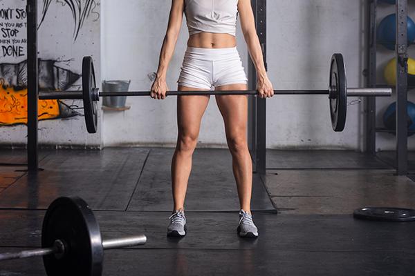 woman doing deadlift exercise   vertical diet
