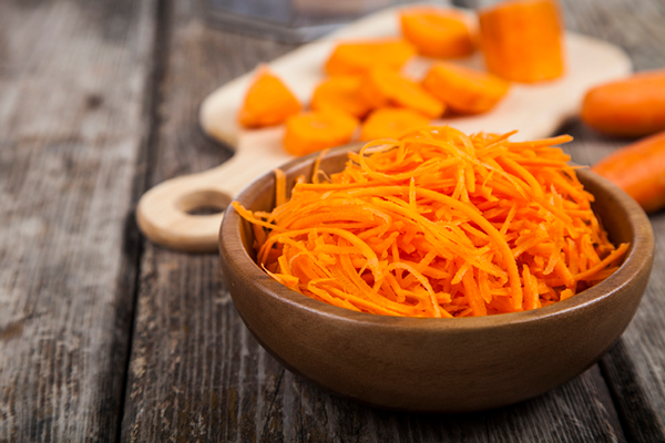 bowl of shredded carrots | how to get enough fiber on a low carb diet