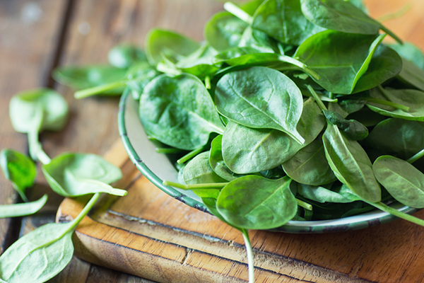 bowl of spinach | how to get enough fiber on a low carb diet