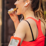 woman eating granola bar before her run -- what to eat before running