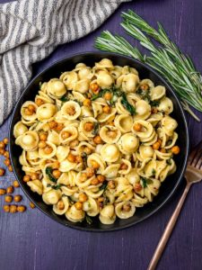 roasted-chickpeas-pasta-with-spinach